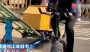 孩子坐上脚蹬过山车  快乐全靠老爹发力