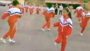 """可爱一幕:学生跳""""花式皮筋""""  跳出舞』蹈既视感"""