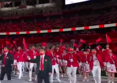 东京奥运会昨晚开幕 中国体育代表团入场
